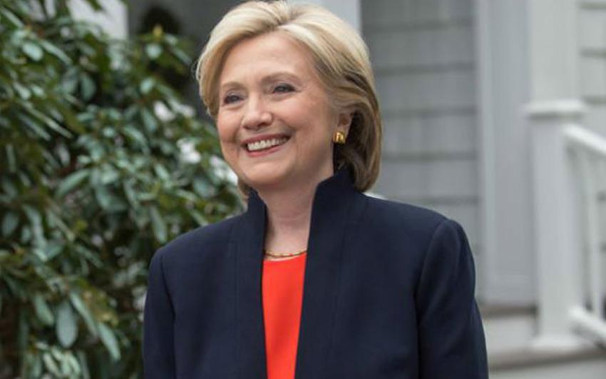 Hillary Clinton allows journalists