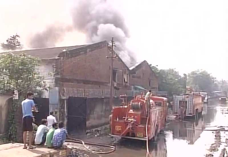 Kolkata Plastic Godown Fired Six fire tenders rushed to spot