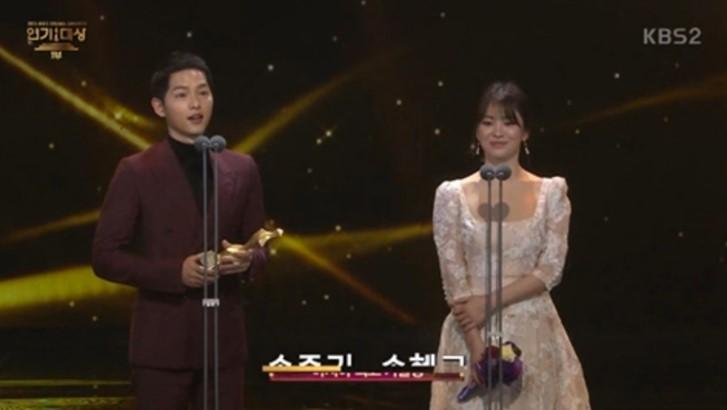 "Best Asia Couple Award – Song Joong Ki and Song Hye Kyo (""Descendants of the Sun"")"