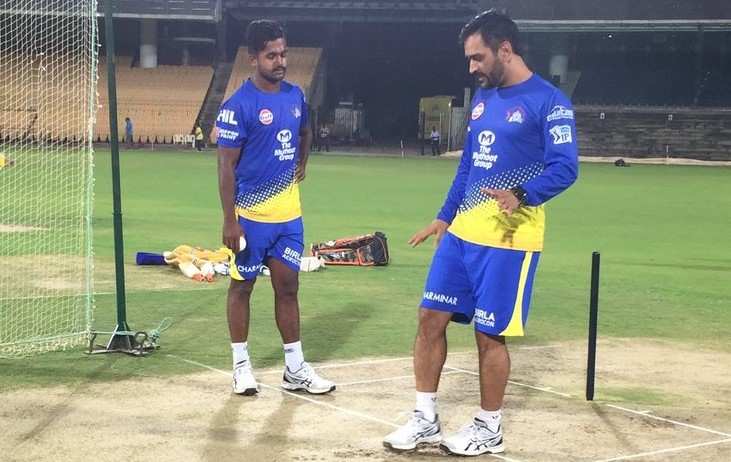 MS Dhoni with KM Asif on practice
